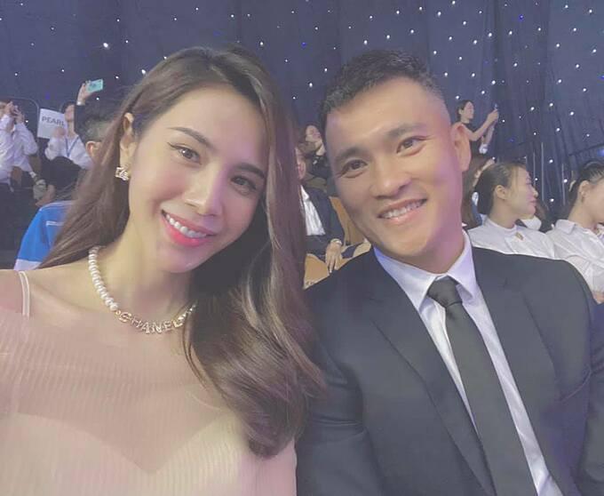 Vợ chồng Công Vinh - Thủy Tiên dự sự kiện.