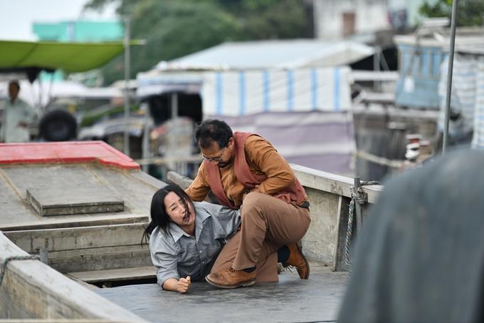 Ốc Thanh Vân lấy nước mắt khán giả trong cảnh bị ông trùm Huỳnh Đông đánh đập.