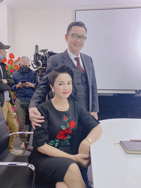 NSND Thu Hà và NSƯT Phạm Cường tại hậu trường phim.