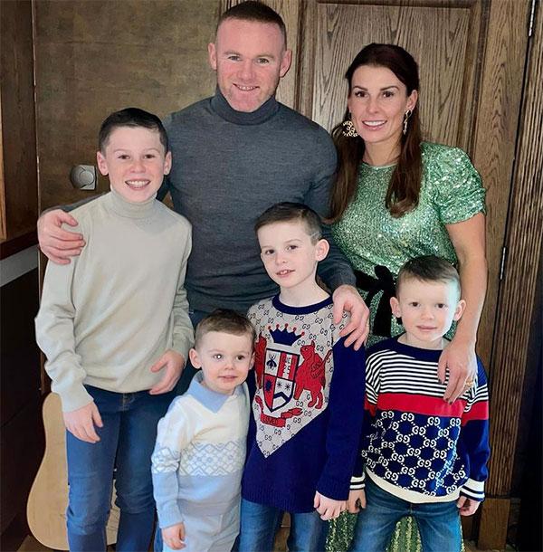 Vợ chồng Rooney bên 4 cậu con trai. Ảnh: Instagram.