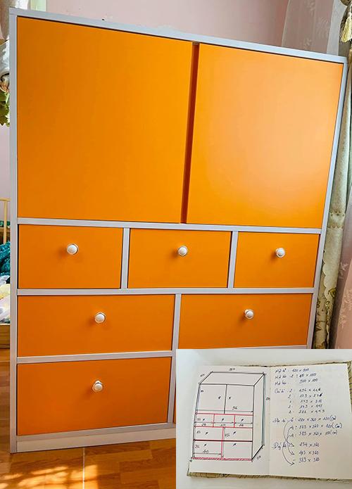 Tủ đựng quần áo của con nhỏ cặp vợ chồng mang tông cam.