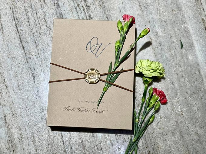 Bộ thiệp gây ấn tượng được nhiều fan lưu lại hình ảnh để tham khảo cho đám cưới sau này.