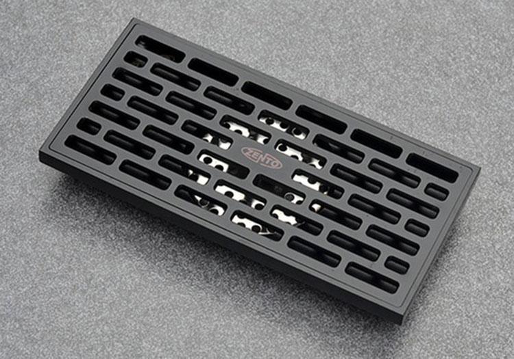 Thoát sànZ-line Zento ZT596-1Blàm từ chất liệu đồng sơn tĩnh điện, chống gỉ sét màu đen, có cấu tạo 2 lớp lưới lọc ngăn tóc, rác... lọt xuống. Phần ống xả cũng có cấu tạo 2 lớp, đọng lại nước giúp ngăn mùi hôi và chống côn trùng. Các bộ phận có thể tháo rời. Trọng lượng 820 gram, kích thước 200 x 100 x 85mm, Ø36mm, phù hợp với đường ống Ø50 - Ø90mm. Sản phẩm bảo hành 12 tháng, hiện giảm 26% còn 685.000 đồng.
