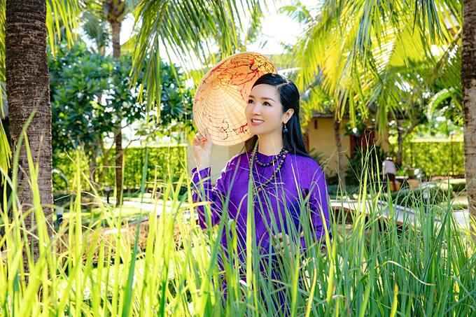 Giáng My hóa thiếu nữ miệt vườn khi về Mỹ Tho - Tiền Giang.