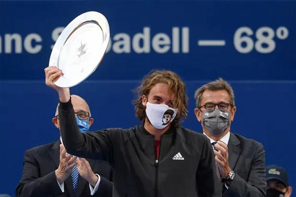 Bại tướng của Nadal là Tsitsipas từng đánh bại anh tại tứ kết Australia Mở rộng hồi đầu năm. Tay vợt người Hy Lạp hiện xếp thứ 5 sau Djokovic, Medvedev, Nadal và Thiem.