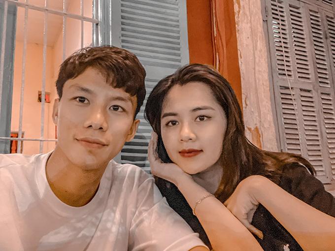 Vợ chồng Quế Ngọc Hải cùng nhau đi chơi, ăn uống tại Hà Nội, sau chiến thắng 3-0 của Viettel trước Sài Gòn ở vòng 7 V-League 2021. Ảnh: DTP.