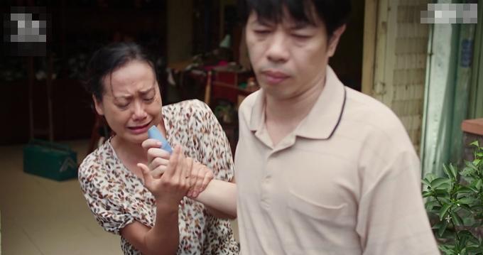 Ngọc rút tiền tiết kiệm lo cho em, mặc vợ khóc hết nước mắt van nài.