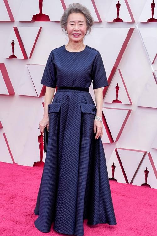 Nghệ sĩ Hàn Quốc Youn Yuh Jung trên thảm đỏ Oscar lần thứ 93.