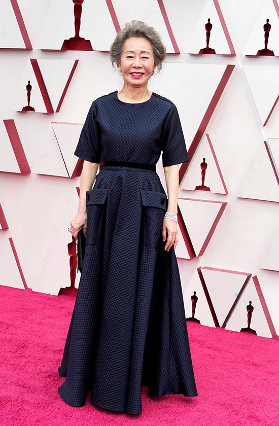 Bà ngoại Youn Yuh Jung trên thảm đỏ Lễ trao giải Oscar 2021, tối 25/4.