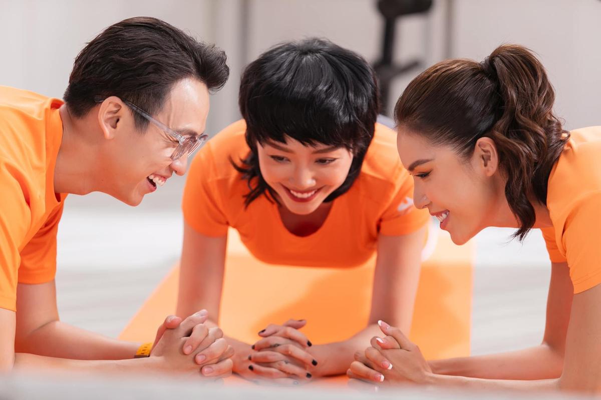 Tóc Tiên, Minh Tú, Quang Bảo hào hứng tham gia FWD 3Plank thử thách với nhiều tư thế thú vị.