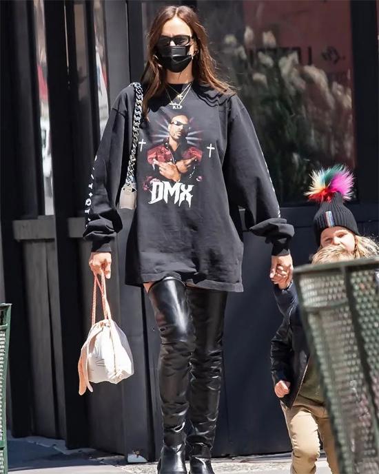 Irina đã mua một chiếc ủng hộ tấm lòng của Kanye West với đồng nghiệp bạc mệnh.
