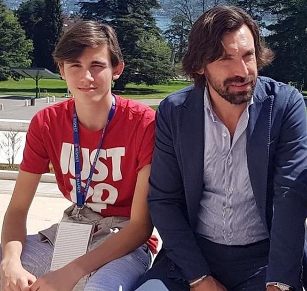HLV Pirlo và con trai đầu lòng Niccolo. Ảnh: Instagram.