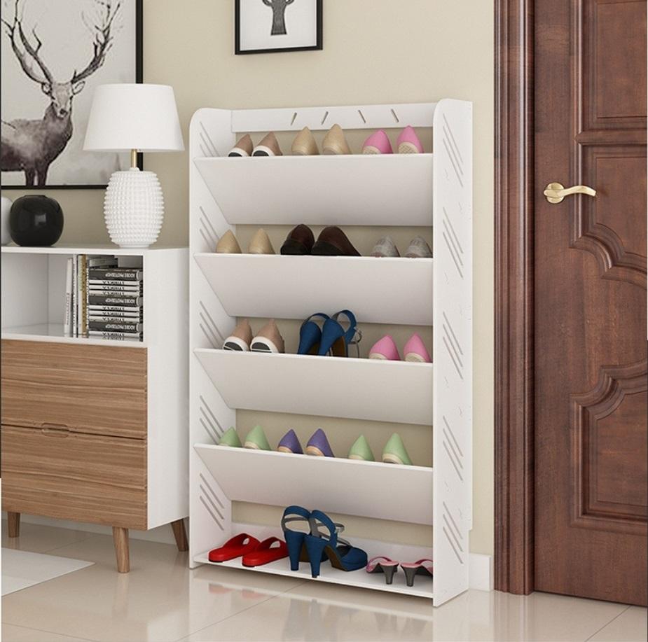 Kệ giày 5 tầng IG347 làm từ chất liệu gỗ nhựa compostie chống nước, chống xước, chống mối mọt, cong vênh, màu trắng ngà tự nhiên. Mỗi tầng để được ba đôi giày, dép, tối da 15 đôi. Sản phẩm có giá 256.000 đồng, giảm 40% so với giá gốc.