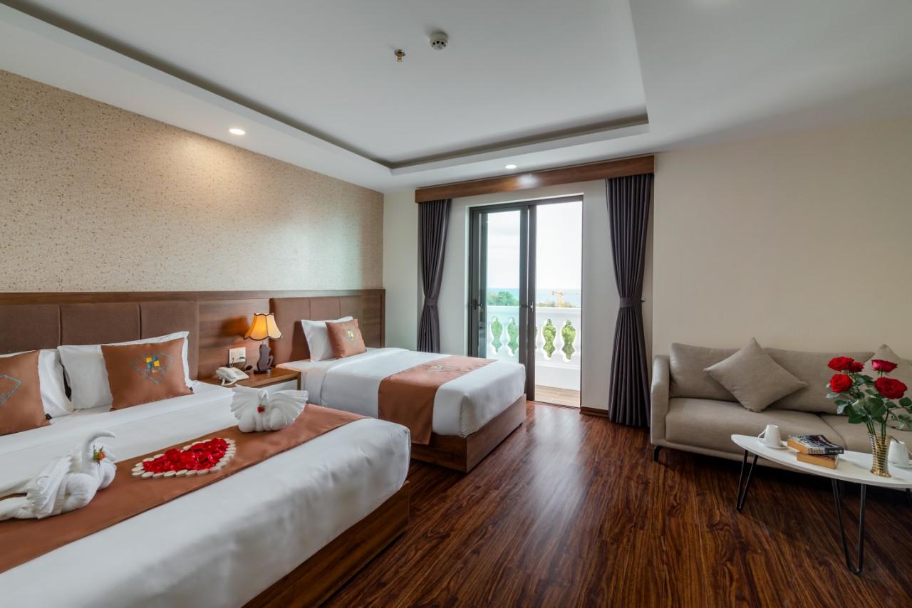 Đa số phòng ngủ hướng biển và có ban công cùng thiết kế bên trong tiện nghi, hiện đại.