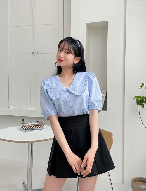 Xu hướng blouse ở màu hè 2021 khá đạ dạng, ngoài các mẫu áo sexy phái đẹp có thêm nhiều lựa chọn với các dáng áo vintage, calssic tôn nét trang nhã.