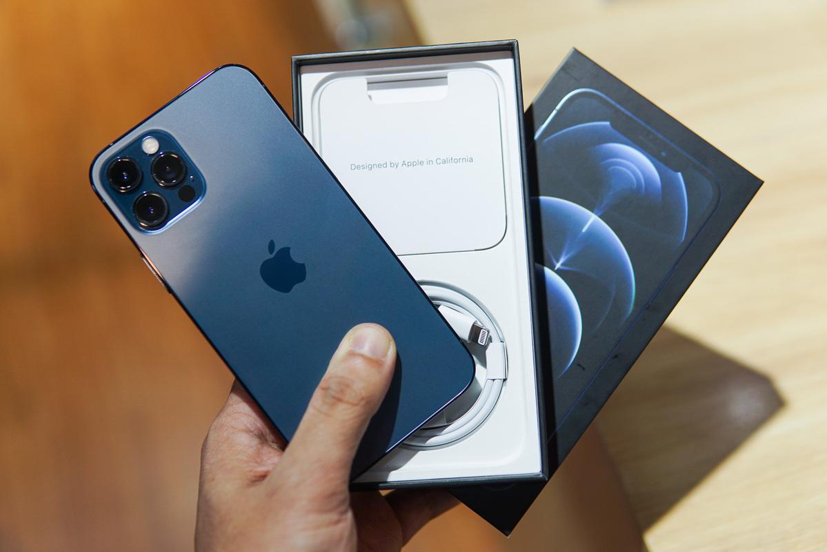 iPhone 12 Pro tại Hà Nội. Ảnh: Lưu Quý
