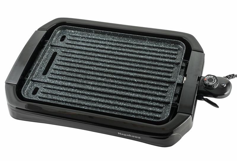 Bếp nướng điện hai mặt Nagakawa NAG3102 có giá 1,529 triệu đồng, giảm 21% so với giá gốc, tặng kèm một máy xay thực phẩm. Lớp chống dính Whitford an toàn, không pha lẫn chất độc hại. Thiết kế hai mặt nướng tiện dụng. Bếp sử dụng công nghệ gia nhiệt đều tới toàn bộ bề mặt nướng, giúp thực phẩm chín đều. Phích cắm có khóa lẫy an toàn cùng 5 mức điều chỉnh nhiệt độ.