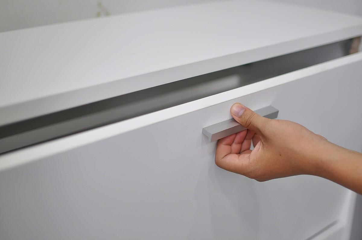 Cánh cửa kín của tủ giày thông minh Văn Thành phù hợp với không gian của nhiều văn phòng, cao ốc. Ảnh: Văn Thành