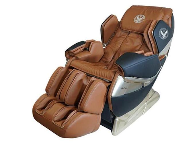 Ghế massage Dr.Care Atoz MC819  Trọng lượng 97 kg, kích thước 142 x 77,5 x 90 cm, ghế ôm chặt bờ vai người dùng nhờ ba cung bậc ôm siết bờ vai có thể tùy chỉnh linh động, massage từng chi tiết trên cơ thể bạn. Hệ thống massage di chuyển từ đỉnh đầu đến bên dưới vùng mông đùi. Kiểu massage kéo giãn căng cơ toàn thân, giải phóng những nhức mỏi tích tụ, xả hết mọi âu lo buồn phiền.  Vùng cánh tay, bàn tay được massage theo hình xoắn ốc thế hệ mới. Lòng bàn chân có những con lăn thực hiện xoa bóp, vuốt, miết, ấn huyệt, xoáy sâu các kiểu. Massage kết hợp xông nóng phần lưng. Công nghệ Zero G, bồng bềnh không trọng lực, đưa máu lên não, điều hòa huyết áp hằng ngày, giúp ngăn ngừa bệnh tai biến mạch máu não hiệu quả.  Sản phẩm có giá niêm yết 79 triệu đồng, giảm 34% còn 52 triệu đồng.