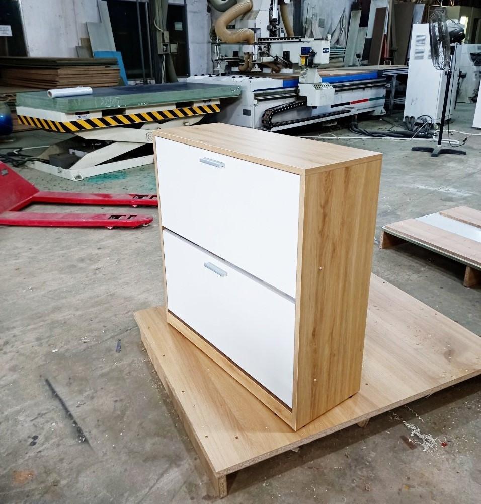 Sản phẩm tủ giày thông minh hoàn thiện tại xưởng mộc Văn Thành. Ảnh: Văn Thành.