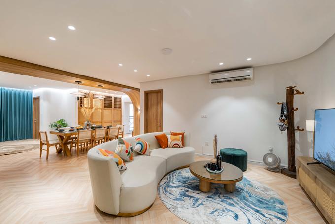 Căn hộ ở Hà Nội có tổng diện tích 180 m2, gồm có 1 phòng khách, 3 phòng ngủ, 1 bếp, được thực hiện bởi Sun Concept với chi phí khoảng 2 tỷ đồng.