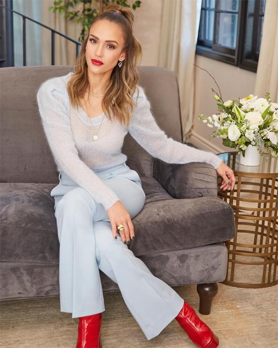 Jessica Alba có sự nghiệp thành công và gia đình hạnh phúc ở tuổi 40.