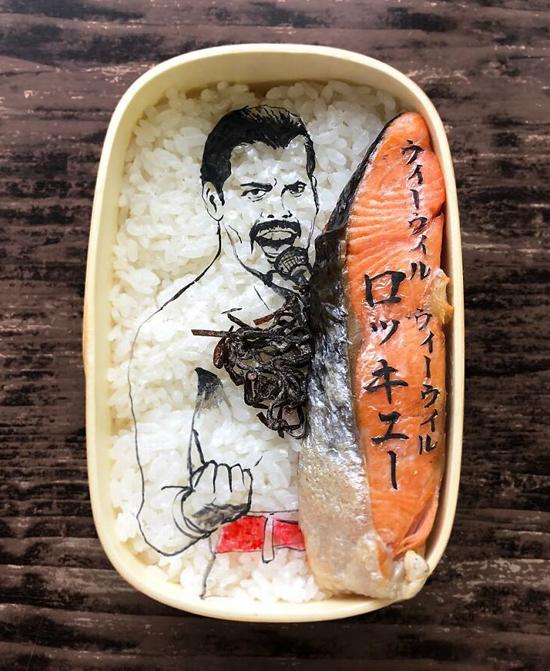 Mika Matsuura - một người nội trợ đến từ Hiroshima (Nhật Bản) - gây sốt mạng xã hội xứ sở hoa anh đào với bộ sưu tập cơm hộp bento với các thiết kế độc đáo. Cô thường sử dụng rong biển để mô phỏng những nhân vật nổi tiếng thế giới, nhân vật hoạt hình, ca sĩ, diễn viên...