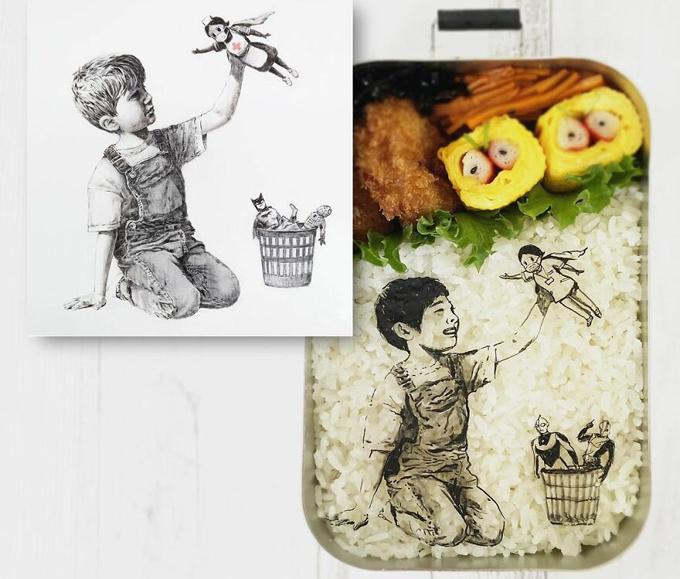 Đôi khi, bà nội trợ Nhật Bản tìm ý tưởng từ những tranh ảnh nổi tiếng. Bên cạnh hộp cơm cá ngừ đơn giản, phần cơm mang đi của chồng Mika luôn có thêm các thành phần khác như rau xanh, trứng cuộn, thịt, thanh cua, salad, ngô... để đủ chất.