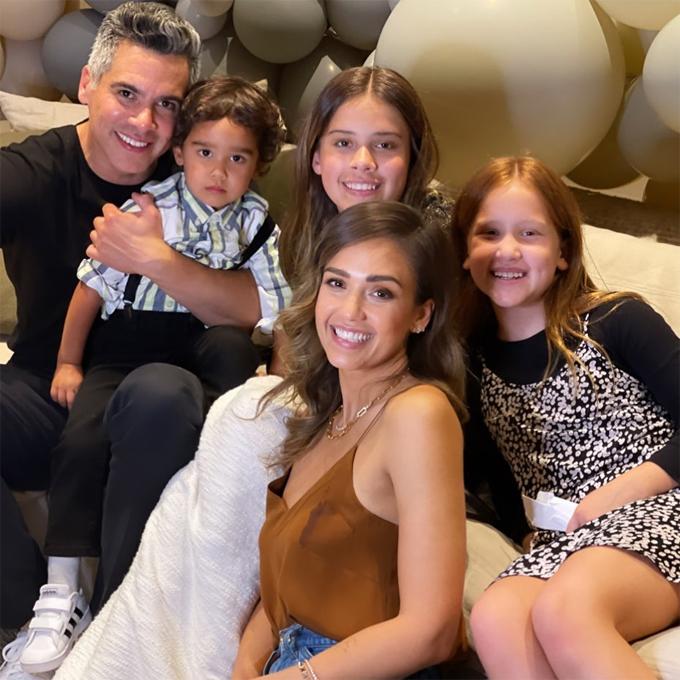 Jessica Alba hạnh phúc bên gia đình trong dịp sinh nhật.