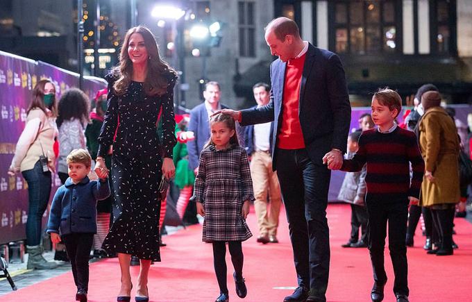 Nhà Cambridge và ba con trong một sự kiện hồi năm ngoái. Ảnh: Rex.