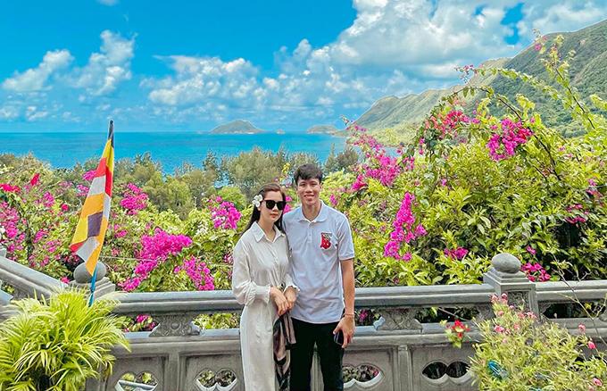 Vợ chồng Quế Ngọc Hải chụp ảnh tại Côn Đảo. Ảnh: DTP.