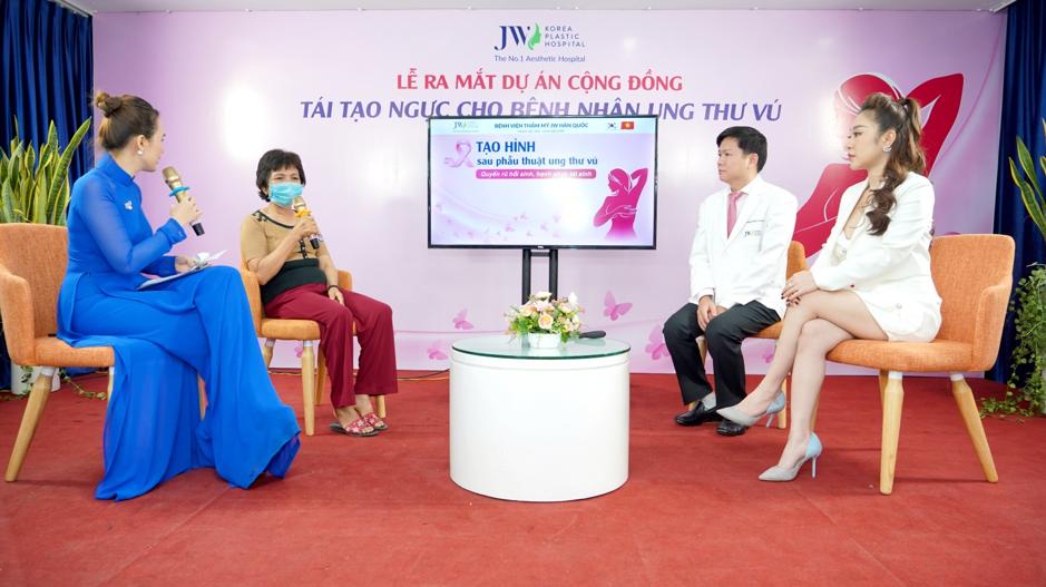 Bệnh nhân ung thư vú chia sẻ câu chuyện của mình tại buổi giao lưu cùng Bác sĩ Tú Dung và khách mời DJ Nhung Babie.