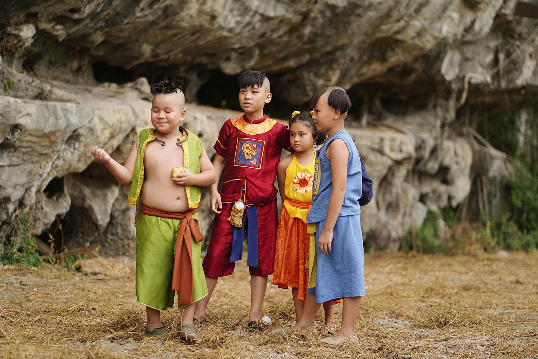 Đám trẻ trong Trạng Tí phiêu lưu ký diễn dí dỏm và xúc động. Từ phải qua: Tí, Sửu, Mẹo, Dần.