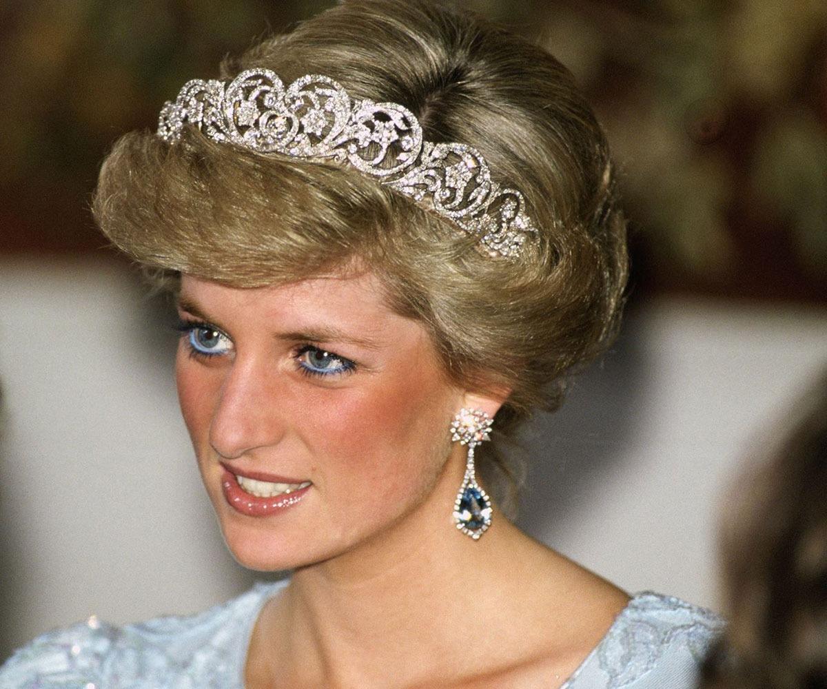 Công nương Diana rất chuộng viền mắt dưới với chì kẻ màu xanh lam nhạt.