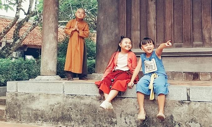 Ba diễn viên nhí Hoàng Duy, Kim Thư, Hữu Khang ở hậu trường phim Trạng Tí phiêu lưu ký.
