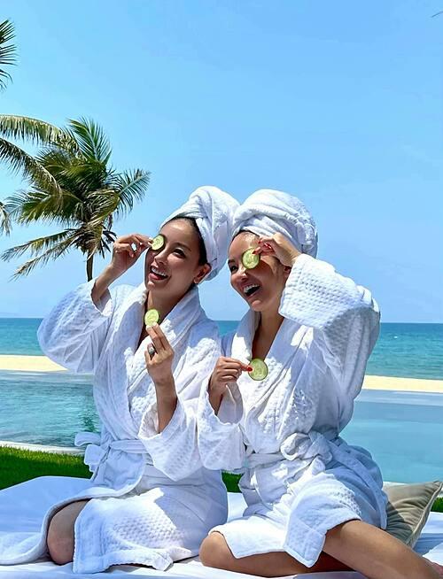 Ca sĩ Hồng Nhung và hoa hậu Hà Kiều Anh rủ nhau đi nghỉ dưỡng dịp lễ.