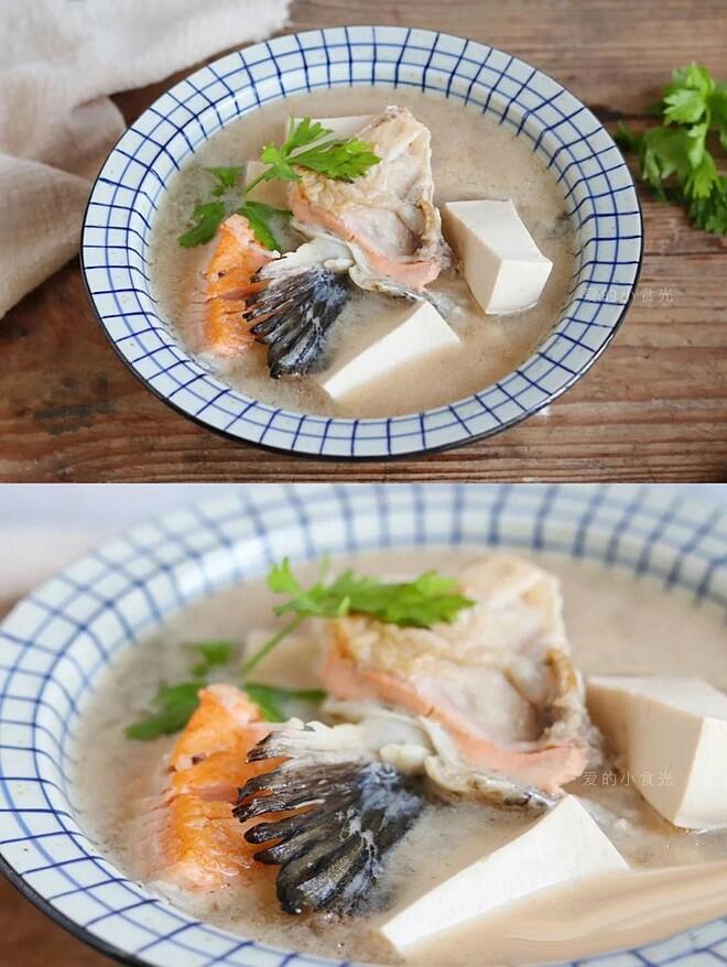 Canh đậu phụ nấu đầu cá hồi bổ máu, giúp làm đẹp da từ bên trong.