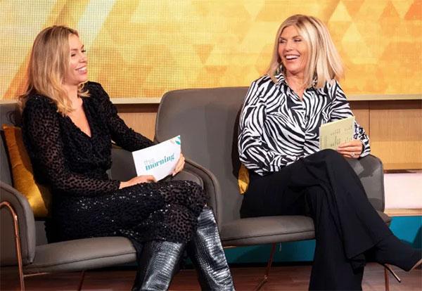 Trong một chương trình phỏng vấn, bà Karen tiết lộ rằng bà và Abbey thường xuyên chia sẻ quần áo vì cả hai có phom người giống nhau và bà cũng không ngại mặc đồ của con.