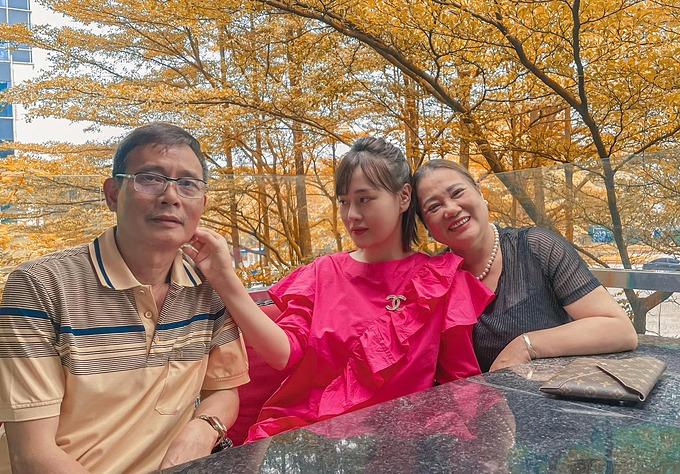 Diễn viên Phương Oanh ngưỡng mộ hạnh phúc của bố mẹ khi sắp kỷ niệm 40 năm ngày cưới.