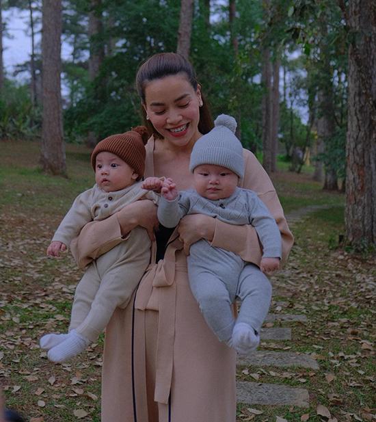Đầu tháng 4, hai thiên thần Leon và Lisa được bám càng bố mẹ lên Đà Lạt nghỉ ngơi