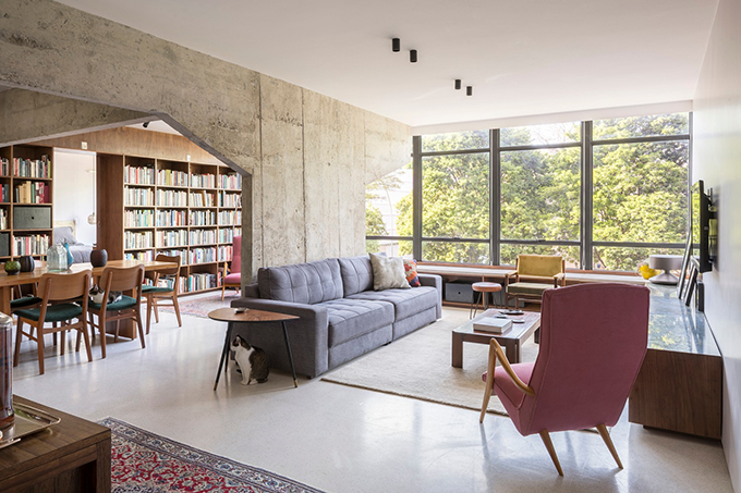 Căn hộ có diện tích 109 m2 được hoàn thiện năm 2019 bởi nhóm kiến trúc sư của Debaixo do Bloco Arquitetura toạ lạc tại Asa Sul, Brazil.