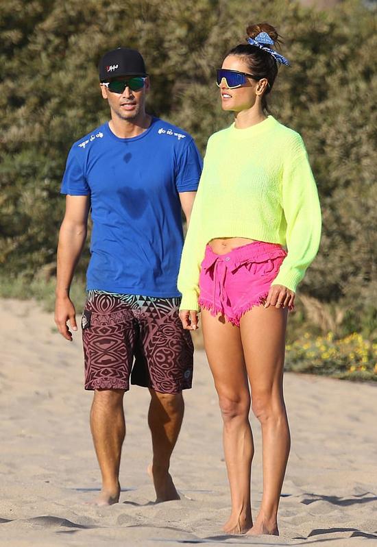Richard Lee cũng là một người mẫu giống như Ambrosio. Anh ký hợp đồng với hai công ty quản lý người mẫu Wilhelmina và LA Models.