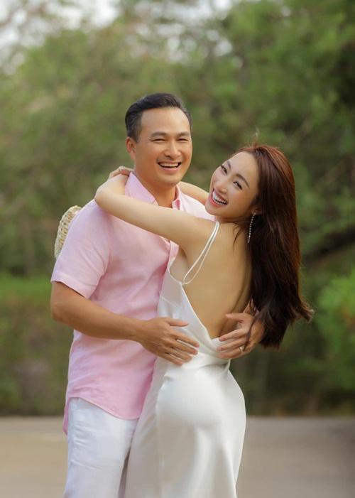Chi Bảo và Lý Thùy Chang.