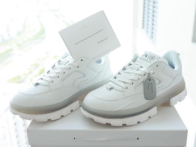 Mẫu phụ kiện hợp tác giữa Công Trí và thương hiệu giày nổi tiếng tại Việt Nam khiến sao Việt và dân mê sneaker phải trầm trồ.