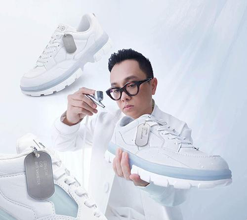 Sau một năm ra mắt giới mộ điệu trong nước, mẫu giày sneaker trắng của Công Trí tiếp tục thu hút sự chú ý của sao Việt và nhiều tín đồ thời trang trong nước.