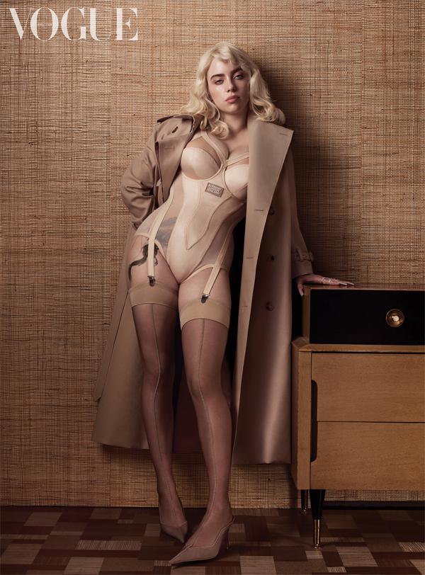 Billie Eilish gợi cảm trên Vogue tháng 5.
