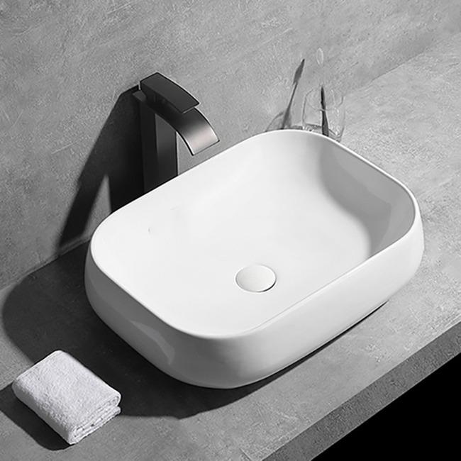 Ngoài các mẫu chậu rửa inox cho nhà bếp, gia chủ có thể tô điểm cho không gian nhà tắm với mẫu lavabo bằng sứ Zento LV6144. Chậu hiện có giá giảm 39% còn 950.000 đồng (giá gốc 1,55 triệu đồng). Chất liệu sứ với lớp men dày, bóng, đều màu, chống bám bẩn, không bị vàng ố sau thời gian dài sử dụng. Lòng chậu có thiết kế đặc biệt giúp chống bắn nước và tiết kiệm nước khi sử dụng.