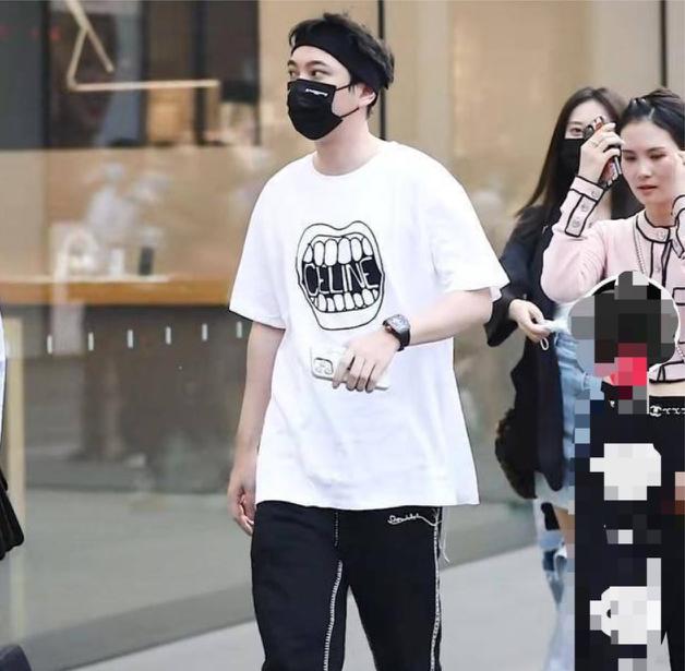 Vương Tư Thông đi mua sắm với 4 cô gái
