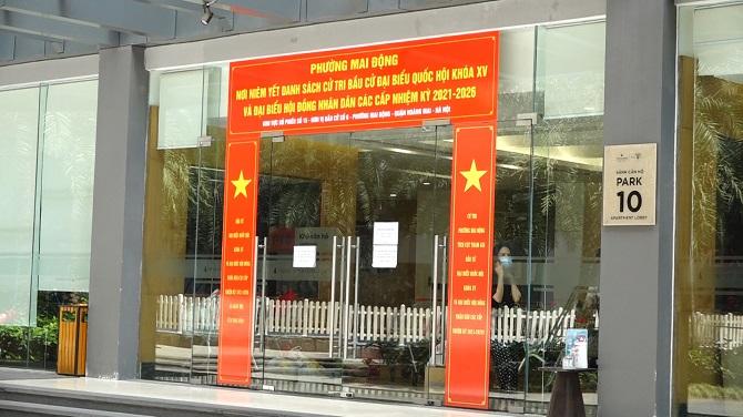Chính quyền địa phương yêu cầu người dân không ra vào tòa nhà.
