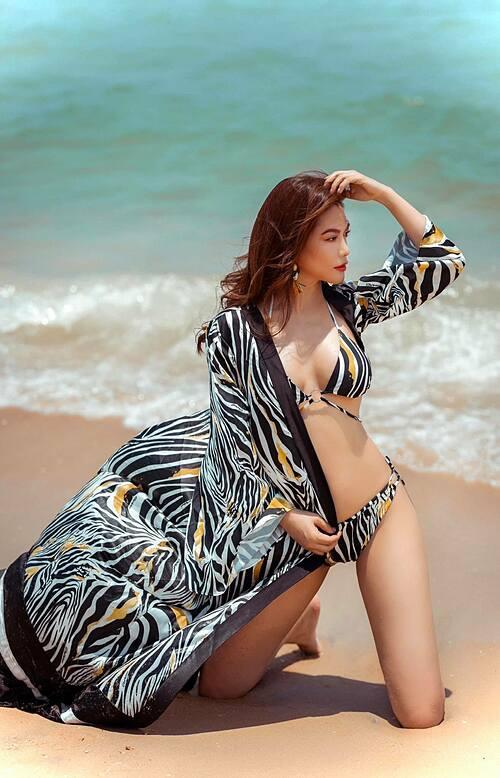 Trương Ngọc Ánh diện bikini khoe body nóng bỏng dù đã ở tuổi 44. Dịp 30/4 vừa qua cô và diễn viên Anh Dũng (kém 14 tuổi) thừa nhận đang yêu nhau.